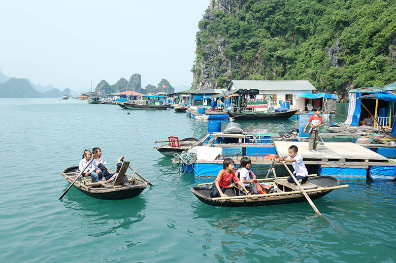 Halong-Bay-Day-Cruise-The-Floating-Village